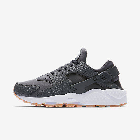 nike air huarache se womens shoe