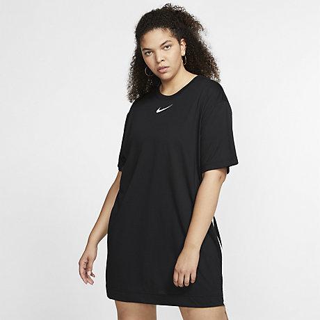 check out 4f48b 76864 Klänning Nike Sportswear Swoosh för kvinnor (stora storlekar)