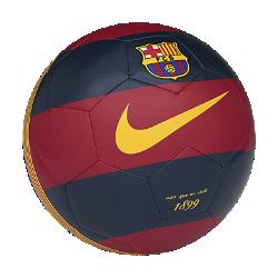 Футбольный мяч FC Barcelona PrestigeФутбольный мяч FC Barcelona Prestige с текстурированным покрытием из материала TPU и машинной строчкой для оптимального контроля во время игры. Контрастные принты и клубная символика делают мяч заметнее и демонстрируют преданность команде.<br>