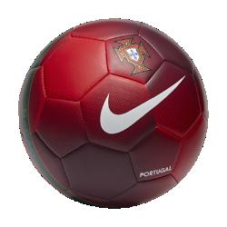 Футбольный мяч Portugal PrestigeФутбольный мяч Portugal Prestige покрыт материалом TPU для прочности и долговечности. Контрастная графика в стиле национальной сборной делает мяч заметнее.<br>