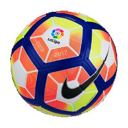 Футбольный мяч Nike Strike LFPФутбольный мяч Nike Strike LFP с усиленной резиновой камерой и яркой контрастной графикой обеспечивает улучшенный контроль и хорошо заметен на поле.<br>