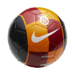 Футбольный мяч Galatasaray S.K. SkillsФутбольный мяч Galatasaray S.K. Skills с прочным пластиковым покрытием с машинной строчкой обеспечивает отличное касание и прочность для тренинга любой интенсивности.<br>