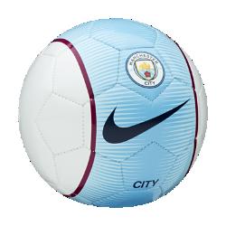 Футбольный мяч Manchester City FC SkillsФутбольный мяч Manchester City FC Skills с прочным покрытием из материала TPU с машинной строчкой обеспечивает великолепное касание для тренинга любой интенсивности.<br>