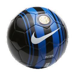 Футбольный мяч Inter Milan SkillsФутбольный мяч Inter Milan Skills с прочным покрытием из материала TPU с машинной строчкой обеспечивает великолепное касание для тренинга любой интенсивности.<br>
