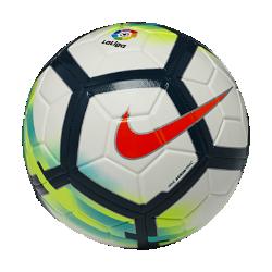 Футбольный мяч Nike Strike La LigaФутбольный мяч Nike Strike La Liga с усиленной камерой и яркой контрастной графикой обеспечивает улучшенный контроль и хорошо заметен на поле.<br>