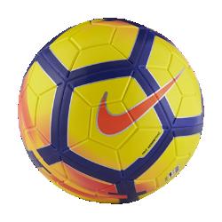 Футбольный мяч Nike MagiaФутбольный мяч Nike Magia имеет микротекстурное покрытие и желобки Nike Aerowtrac для точной траектории полета и полного контроля над мячом.<br>