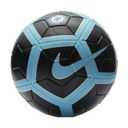 Футбольный мяч Chelsea FC StrikeФутбольный мяч Chelsea FC Strike с усиленной резиновой камерой и яркой контрастной графикой обеспечивает улучшенный контроль и хорошо заметен на поле.<br>