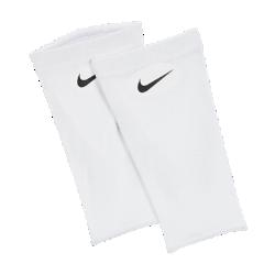 Футбольные фиксаторы для щитков Nike Guard Lock Elite (большой размер, 1 пара)Футбольные фиксаторы для щитков Nike Guard Lock Elite (большой размер, 1 пара) из эластичной влагоотводящей ткани обеспечивают надежную фиксацию. Предназначены для использования с любыми щитками Nike.<br>