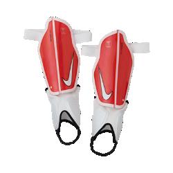Футбольные щитки Nike Protegga FlexФутбольные щитки Nike Protegga Flex состоят из прочного каркаса, рассеивающего удары, и литой подкладки из пеноматериала для оптимальной амортизации.<br>