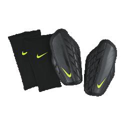 Футбольные щитки Nike Protegga ProФутбольные щитки Nike Protegga Pro с сетчатыми вставками созданы из жестких, но легких материалов для воздухопроницаемости и защиты от ударных нагрузок на протяжении всейигры.<br>