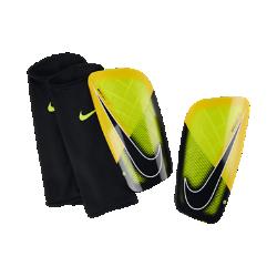 Футбольные щитки Nike Mercurial LiteФутбольные щитки Nike Mercurial Lite очень легкие, но обеспечивают надежную защиту от ударных нагрузок во время игры.<br>
