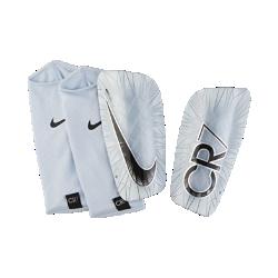 Футбольные щитки Nike Mercurial Lite CR7Футбольные щитки Nike Mercurial Lite CR7 с воздухопроницаемой вставкой и прочным, но легким каркасом надежно защищают от ударных нагрузок.<br>