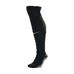 Футбольные носки NikeGrip Strike Lightweight Over-the-CalfФутбольные носки NikeGrip Strike Lightweight Over-the-Calf со специальными волокнами и зональной амортизацией обеспечивают оптимальное сцепление для максимальных результатов на поле. Легкая рубчатая ткань обеспечивает плотную и удобную посадку.  Великолепное сцепление  Технология NikeGrip с особыми волокнами предотвращает скольжение стопы внутри бутсы во время ведения мяча, рывков и выпадов в любых погодных условиях.  Надежная посадка  Эластичный спандекс обхватывает область пятки, повторяя форму стопы и обеспечивая фиксацию и комфорт.  Зональная амортизация  Увеличенная амортизация в области большого пальца обеспечивает дополнительную защиту и комфорт при отталкивании, а отсутствие амортизации на внутренней сторонестопы позволяет лучше контролировать мяч.<br>