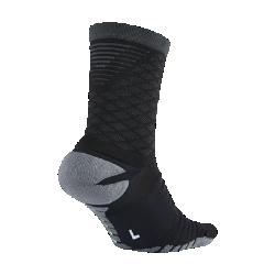 Мужские футбольные носки Nike Strike Tiempo CrewМужские футбольные носки Nike Strike Tiempo Crew отличаются дополнительным содержанием амортизирующего материала, плотной динамической посадкой в области свода стопы и интегрированными нитями, которые обхватывают стопу, защищая от ударных нагрузок, повышая поддержку и гарантируя оптимальное сцепление.<br>