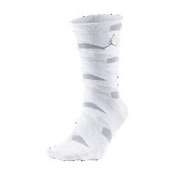 Мужские носки Air Jordan 7Мужские носки Air Jordan 7 из мягкой и эластичной смесовой ткани на основе хлопка обеспечивают защиту, плотную посадку и комфорт.<br>