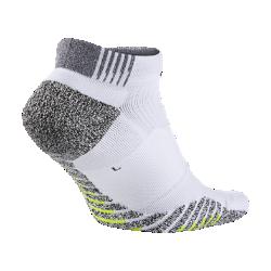 Носки для тренинга NikeGrip Lightweight LowУниверсальные носки для тренинга NikeGrip Lightweight Low обеспечивают отличное сцепление, амортизацию и воздухопроницаемость для высокоинтенсивных тренировок.  Защита от скольжения  Специальные усовершенствованные волокна усиливают сцепление, надежно фиксируя стопу.  Зональная амортизация  Мягкая вставка в верхней части стопы распределяет давление от шнурков для дополнительного комфорта во время длительных тренировок.  Зональная вентиляция  Мягкая сетка в верхней части обеспечивает воздухопроницаемость там, где это необходимо.<br>