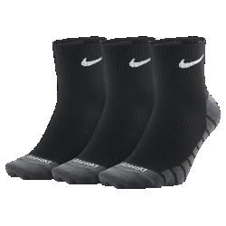 Носки для тренинга Nike Dry Lightweight Quarter (3 пары)Носки для тренинга Nike Dry Lightweight Quarter из влагоотводящей ткани с компрессией в области свода стопы обеспечивают поддержку и комфорт.<br>